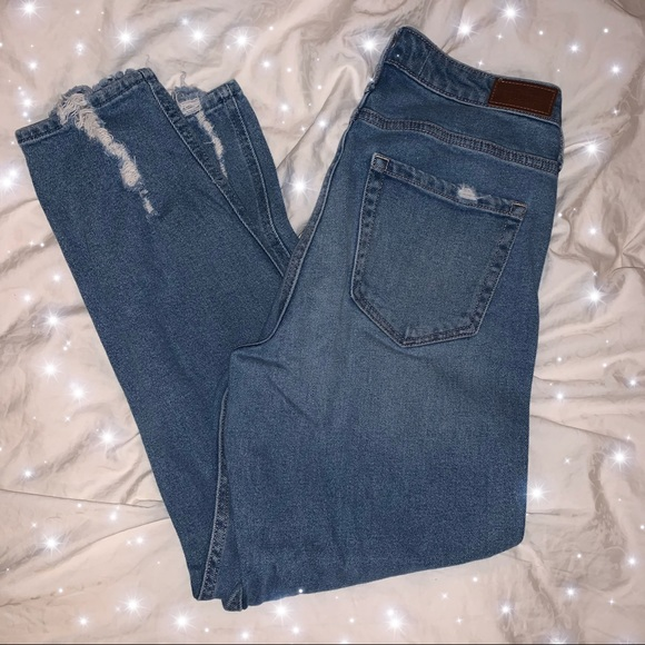 Hollister High Rise Mom Jean !! 🤍